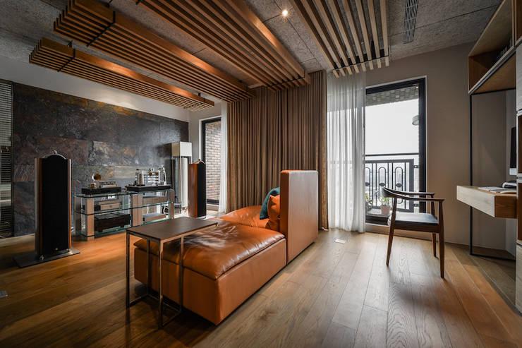 Salle multimédia de style  par 參與室內設計有限公司