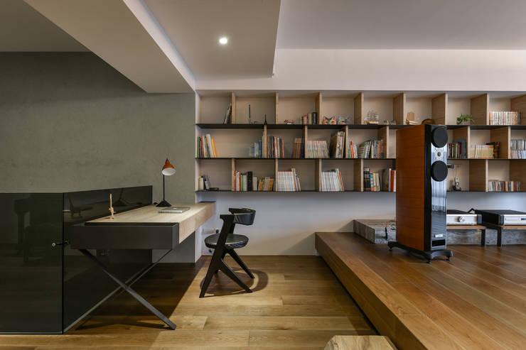 星鑽:  書房/辦公室 by 參與室內設計有限公司
