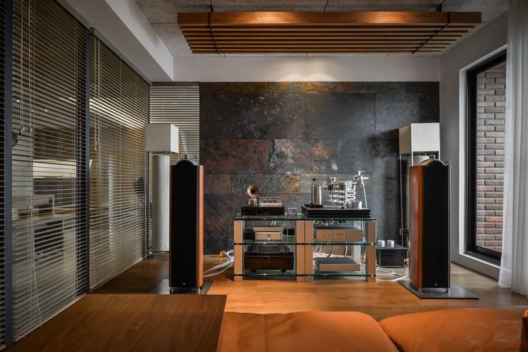 黑膠:  視聽室 by 參與室內設計有限公司