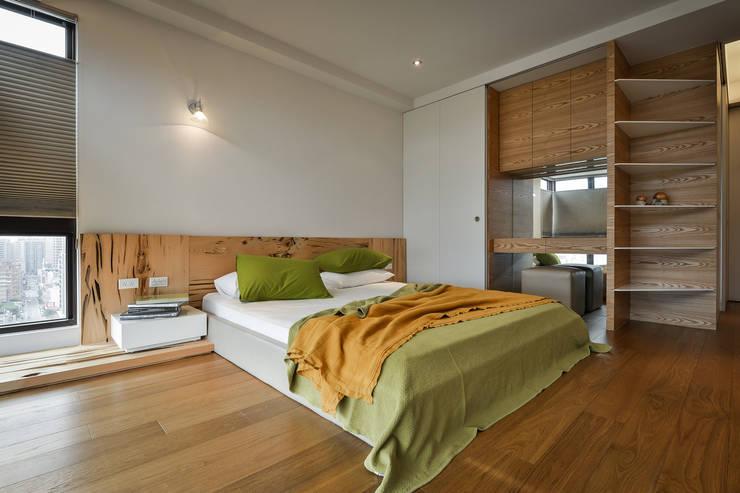 黑膠:  臥室 by 參與室內設計有限公司