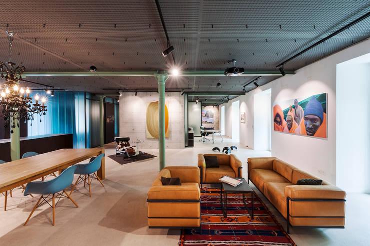 industrial Living room by arcs architekten