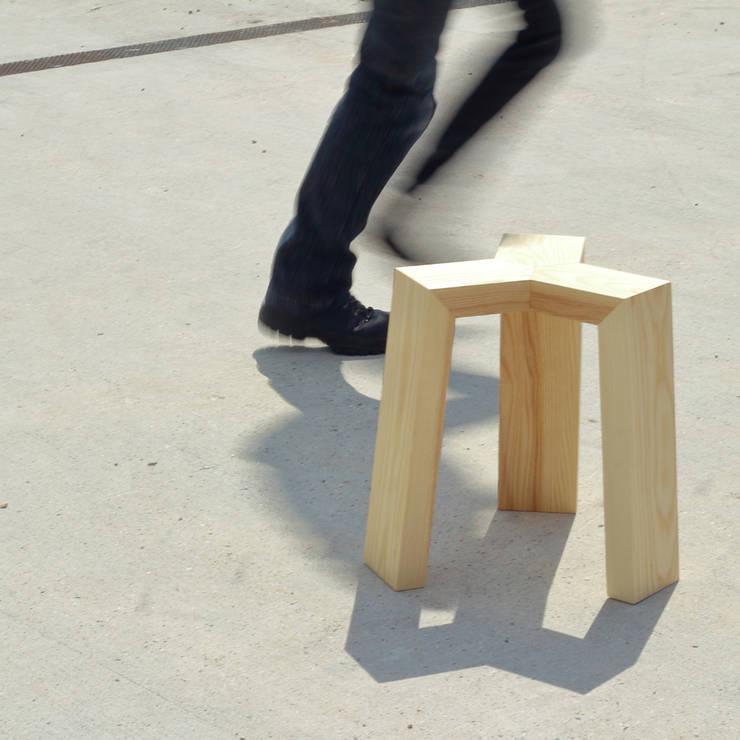Treepod Stool: modern  door Marco Tabak, Modern Hout Hout