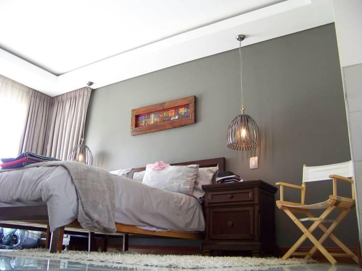 House [MWARF]:  Bedroom by jonroy design studio, Modern