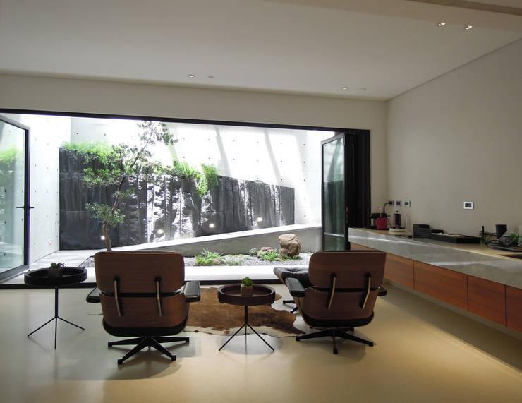 Light 加減0的生活美學:  視聽室 by 構築設計