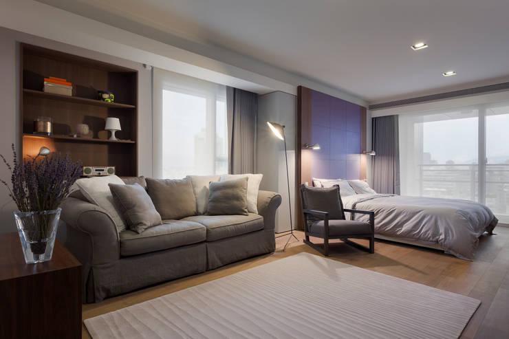 高宅 - Kao Residence:  臥室 by  何侯設計   Ho + Hou Studio Architects