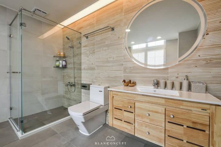 老屋翻新|民生皇家林公館:  浴室 by 森博設計