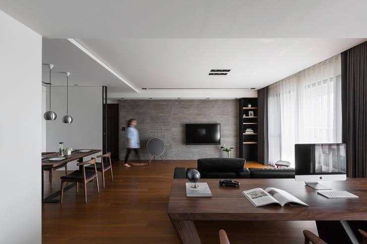 開放式書房:  客廳 by 一水一木設計工作室