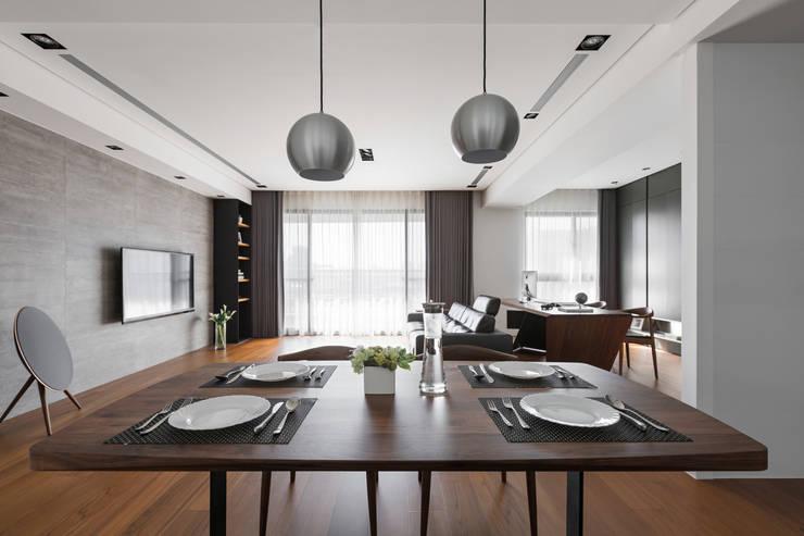 餐桌上的氣氛:  廚房 by 一水一木設計工作室