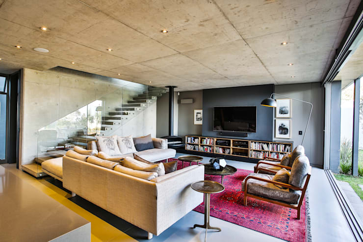 House Pautz:  Living room by Blunt Architects