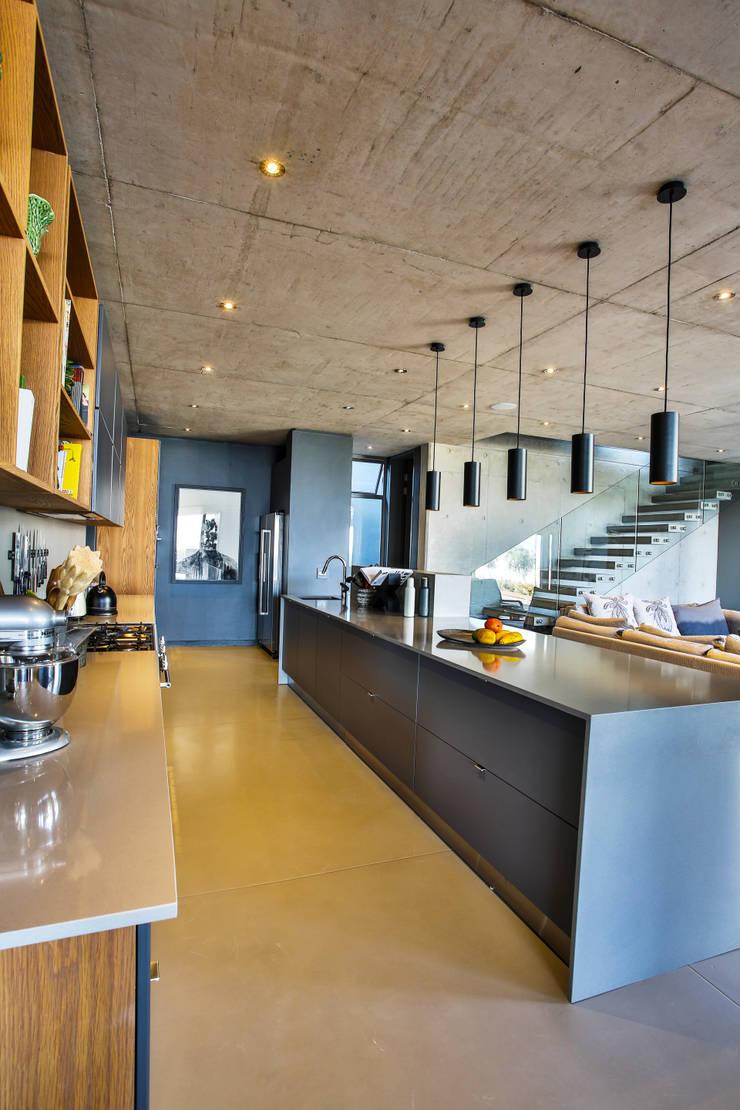 Kitchen:  Kitchen by Blunt Architects