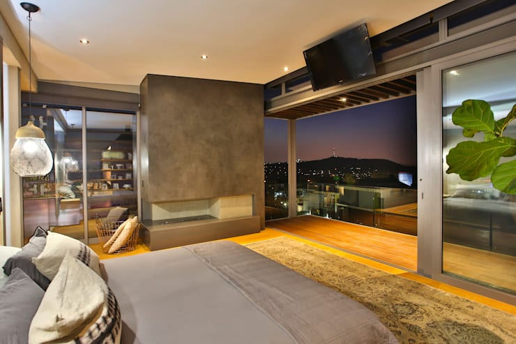 Main Bedrrom: modern Bedroom by Blunt Architects