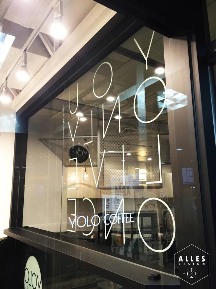 YOLO Coffee _ Signage: 디자인알레스의  상업 공간