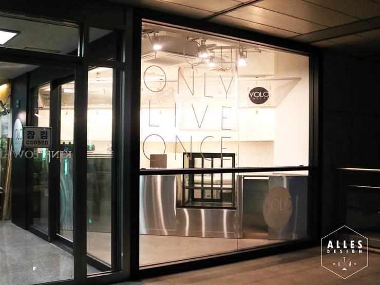 YOLO Coffee _ Facade & Signage: 디자인알레스의  상업 공간