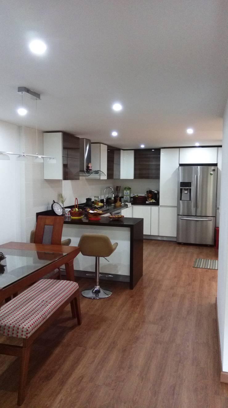 Remodelación casa Bogota : Cocinas de estilo  por Erick Becerra Arquitecto, Moderno