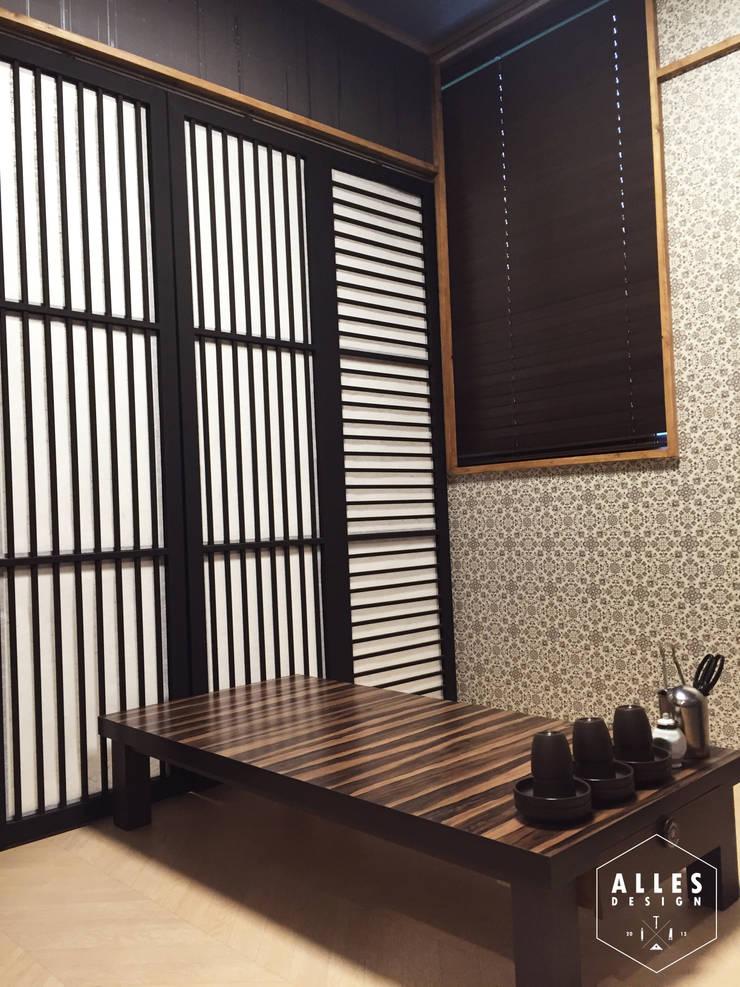 회롱회롱 _ Folding door: 디자인알레스의  상업 공간,