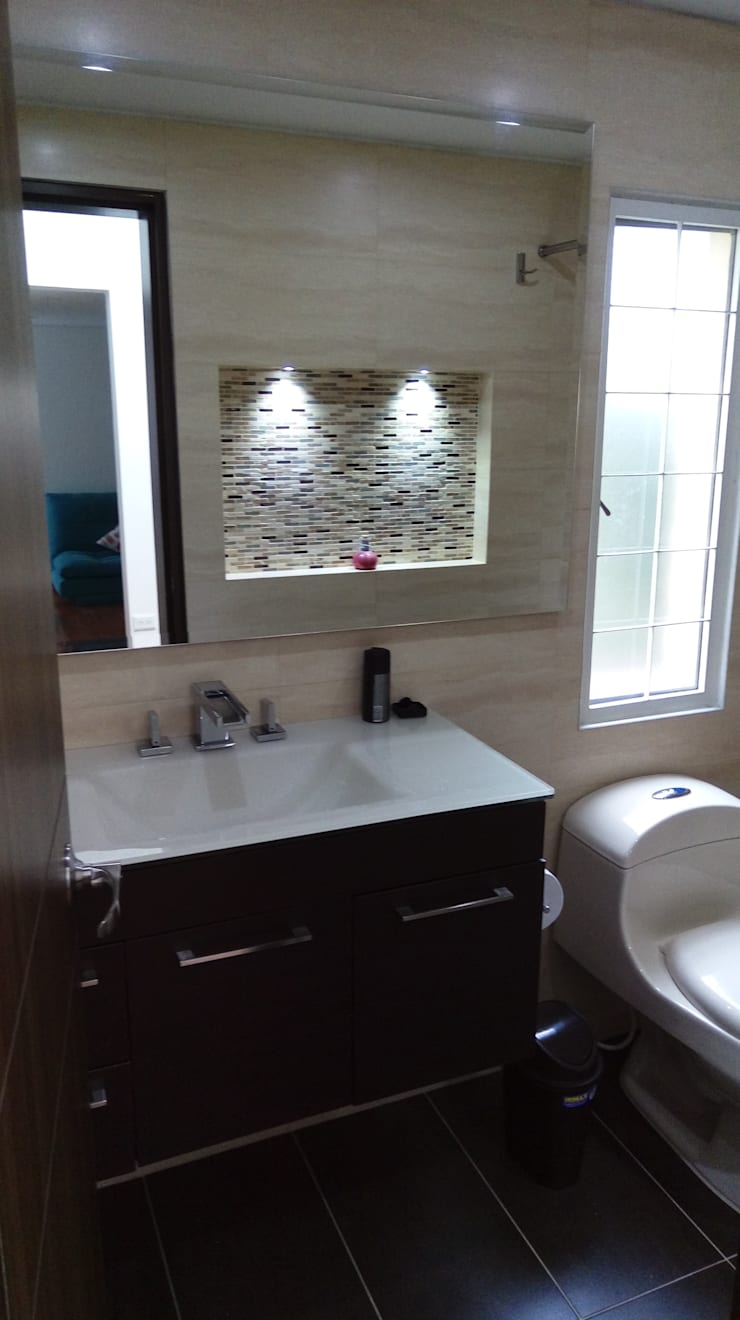 Simple y hermosa: Baños de estilo  por Erick Becerra Arquitecto