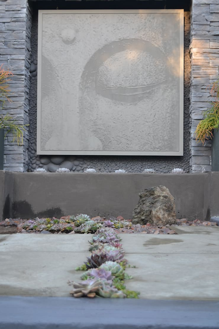 Working with walls:  Garden by Young Landscape Design Studio
