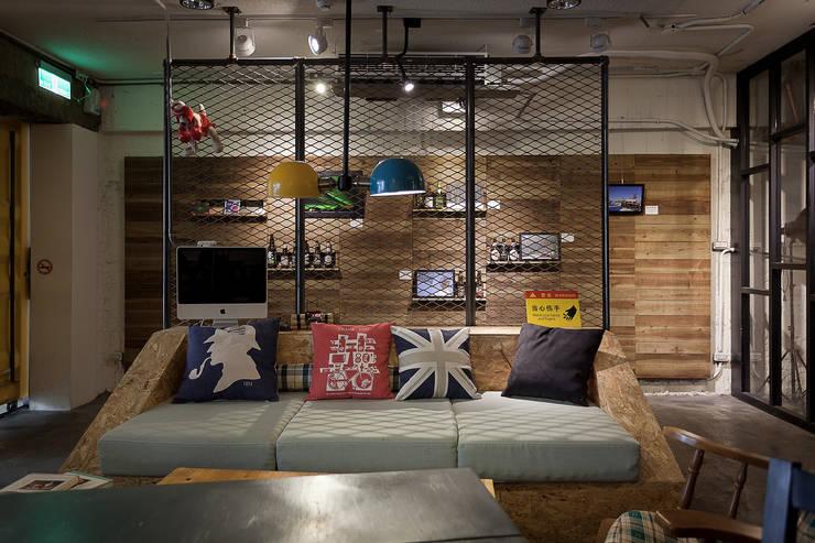 穿越九千公里交給你 | Travelled 9000 km( Laundry & Coffee shop):  商業空間 by 丰墨設計 | Formo design studio