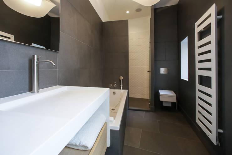 Aménagement d\'une salle de bain contemporaine by Myriam ...