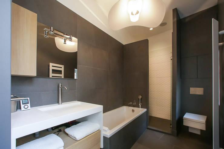 Aménagement d\'une salle de bain contemporaine par Myriam Wozniak ...