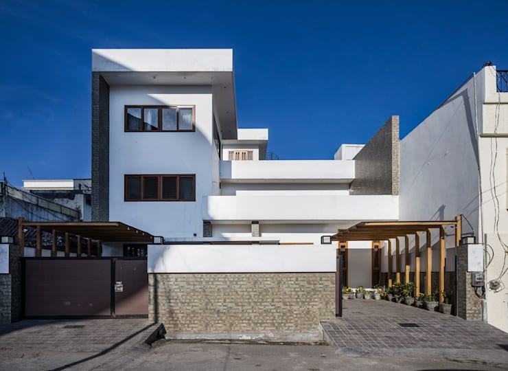 Front View during Daytime:  Houses by Manuj Agarwal Architects