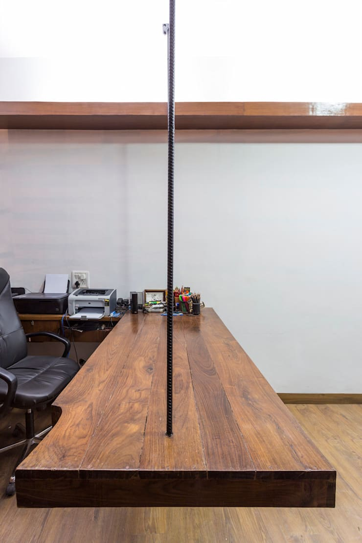 A hanging workstation in the Architect's studio.:  Offices & stores by Manuj Agarwal Architects,Modern