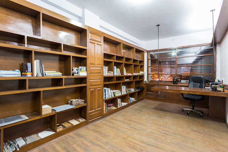The library in the studio:  Offices & stores by Manuj Agarwal Architects,Modern
