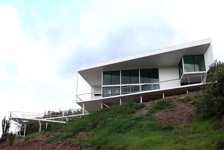 FACHADA PRINCIPAL: Casas de estilo mediterraneo por Directorio Inmobiliario
