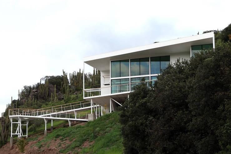 FACHADA Y RAMPAS: Casas de estilo  por Directorio Inmobiliario