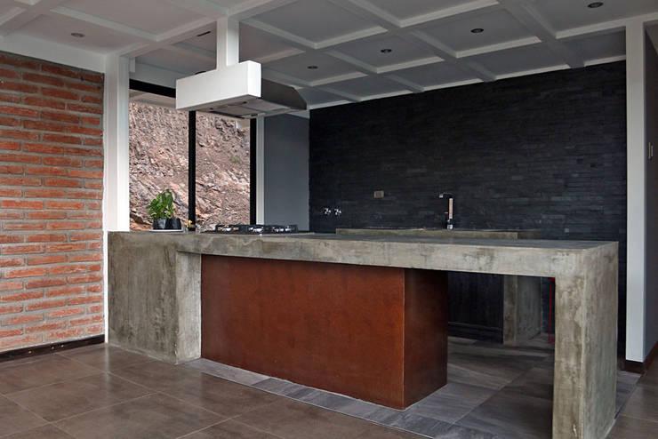 MOBILIARIO DE COCINA OPEN: Cocinas de estilo mediterraneo por Directorio Inmobiliario