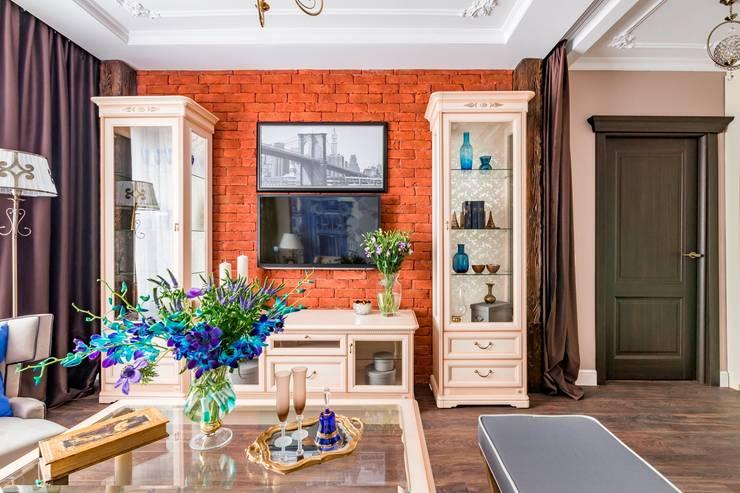 Весь мир в одной гостиной: Гостиная в . Автор – Школа Ремонта, Лофт