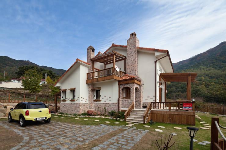 밀양 주택 : (주)에이도스건축사사무소의  주택,