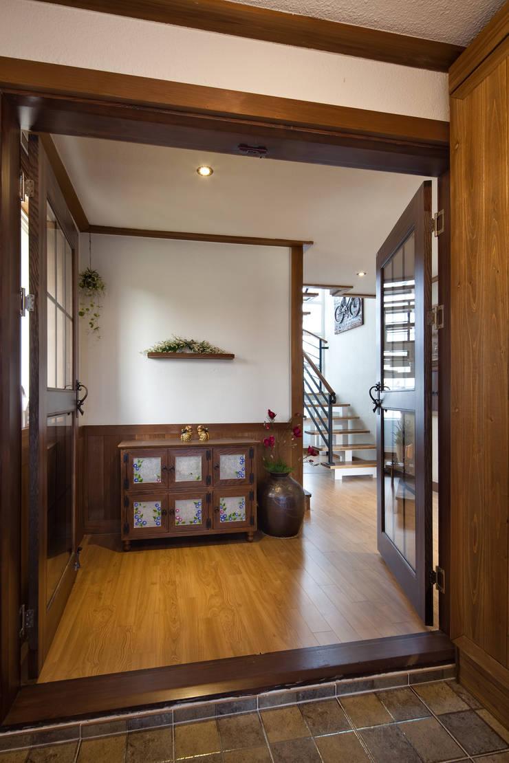 밀양 주택 : (주)에이도스건축사사무소의  거실