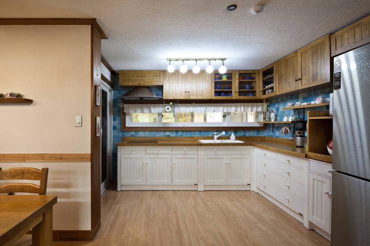 밀양 주택 : (주)에이도스건축사사무소의  다이닝 룸,
