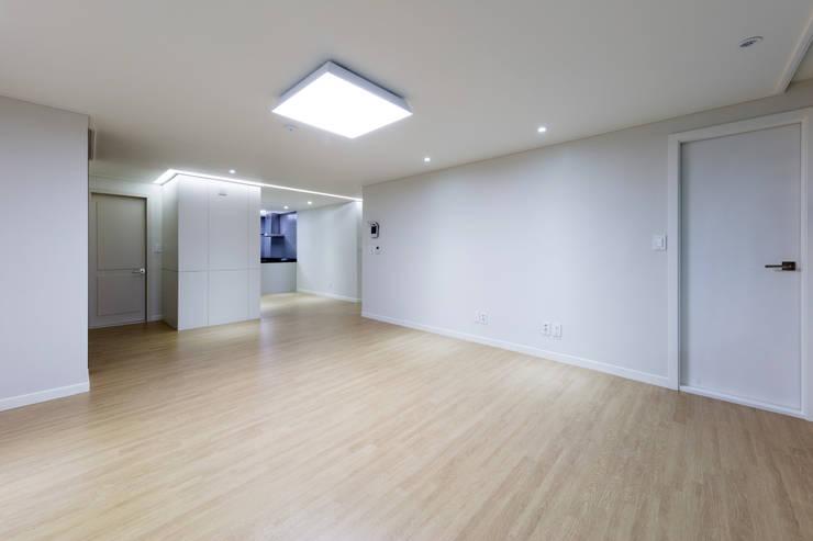대림 아파트 : 한디자인 / HAN DESIGN의  벽