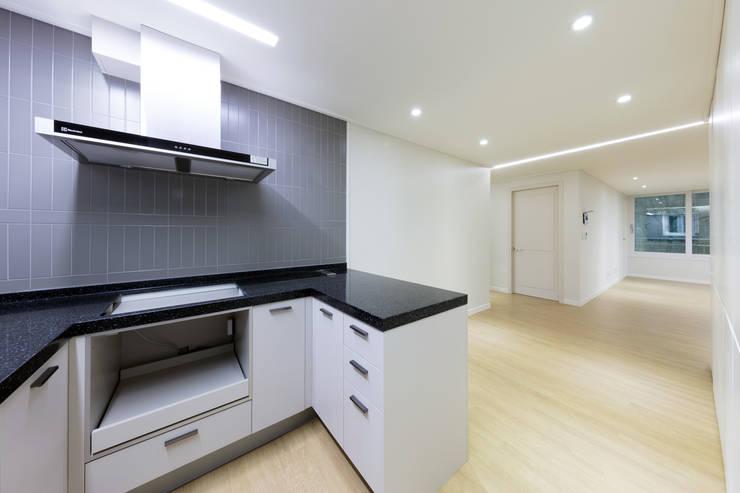 대림 아파트 : 한디자인 / HAN DESIGN의  주방
