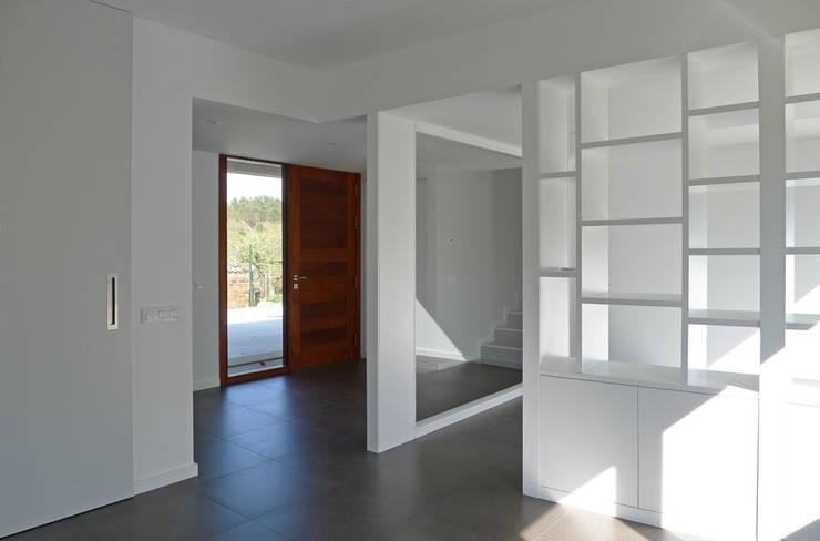 Salas / recibidores de estilo moderno por homify