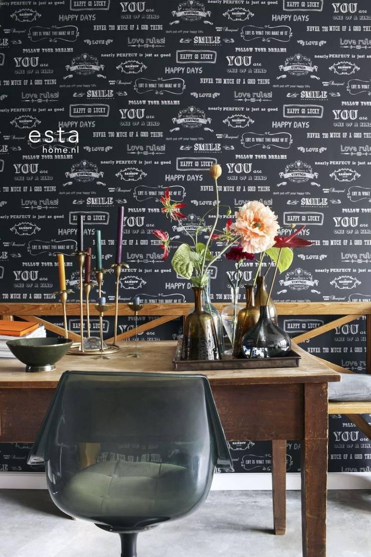 krijtverf vliesbehang krijtbord tekst zwart en wit:  Muren & vloeren door ESTAhome.nl