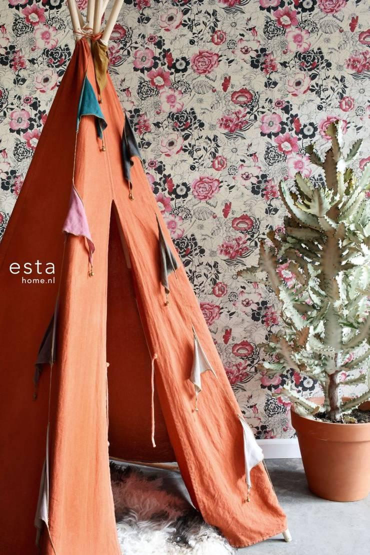 vliesbehang bloemen donker rood en beige:  Muren & vloeren door ESTAhome.nl