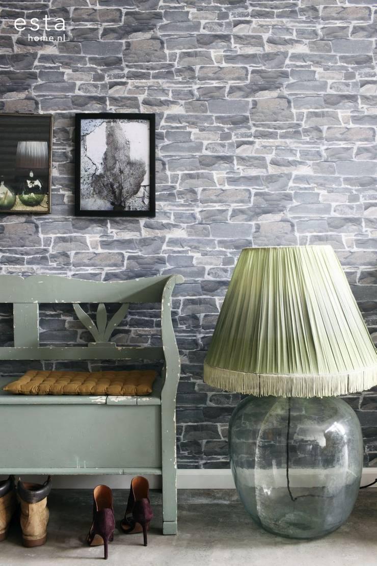 vliesbehang stenen muur donker grijs:  Muren & vloeren door ESTAhome.nl