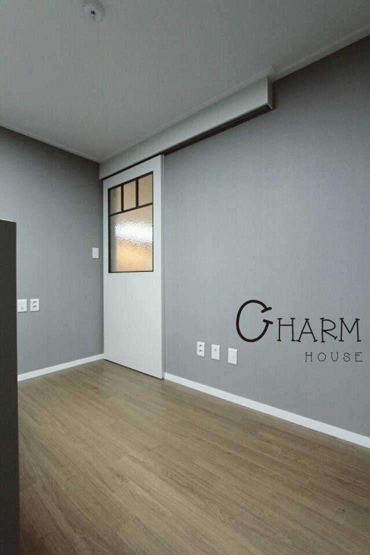 진산 래미안 44평: CHARM_HOUSE의  벽