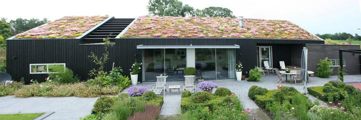 huis in brabant:  Woonkamer door ps architecten bna