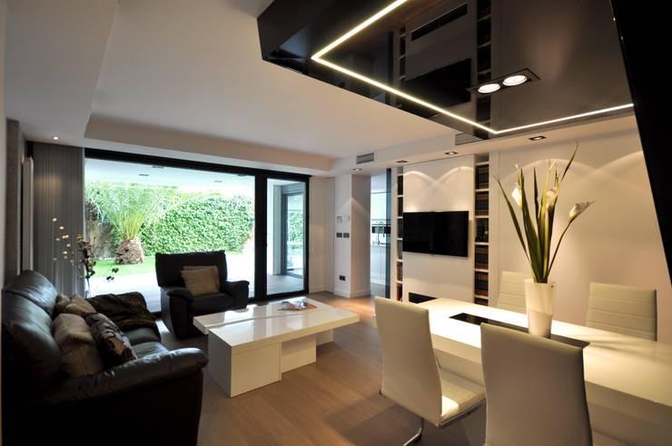 غرفة المعيشة تنفيذ Estudio Arinni S.L.