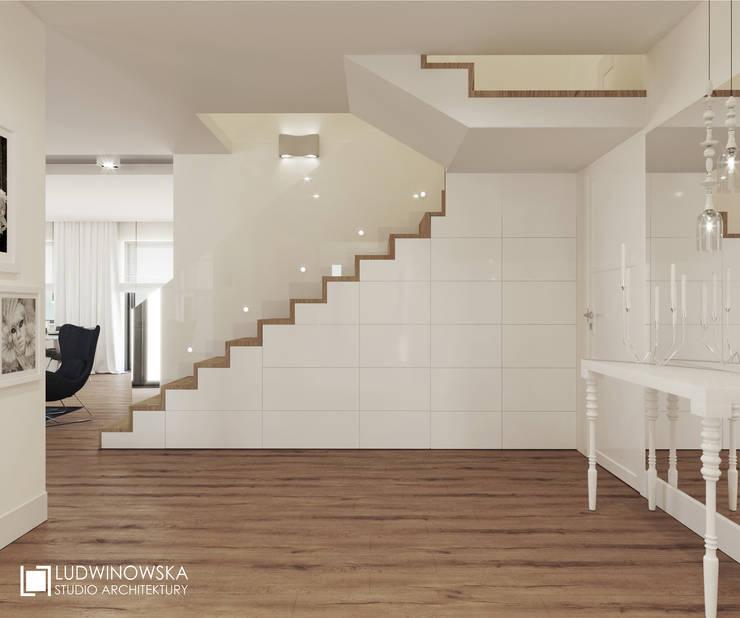 RIFLESSO: styl , w kategorii Korytarz, przedpokój zaprojektowany przez Ludwinowska Studio Architektury