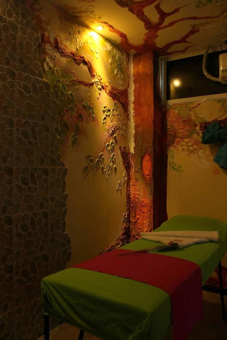 Sala de masajes: Clínicas de estilo  por Lina Rosas Diseño Interior