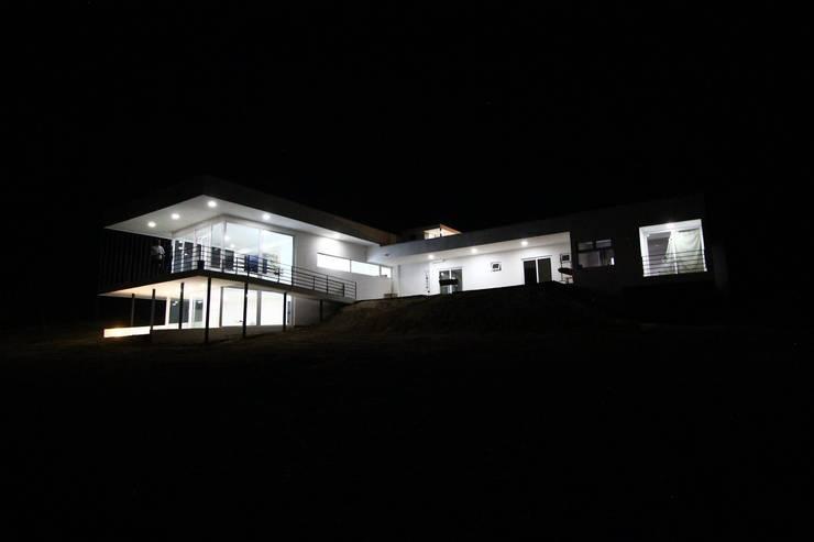 Vivienda JVL, Rinconada de Los Andes: Casas de estilo  por C3proyecta