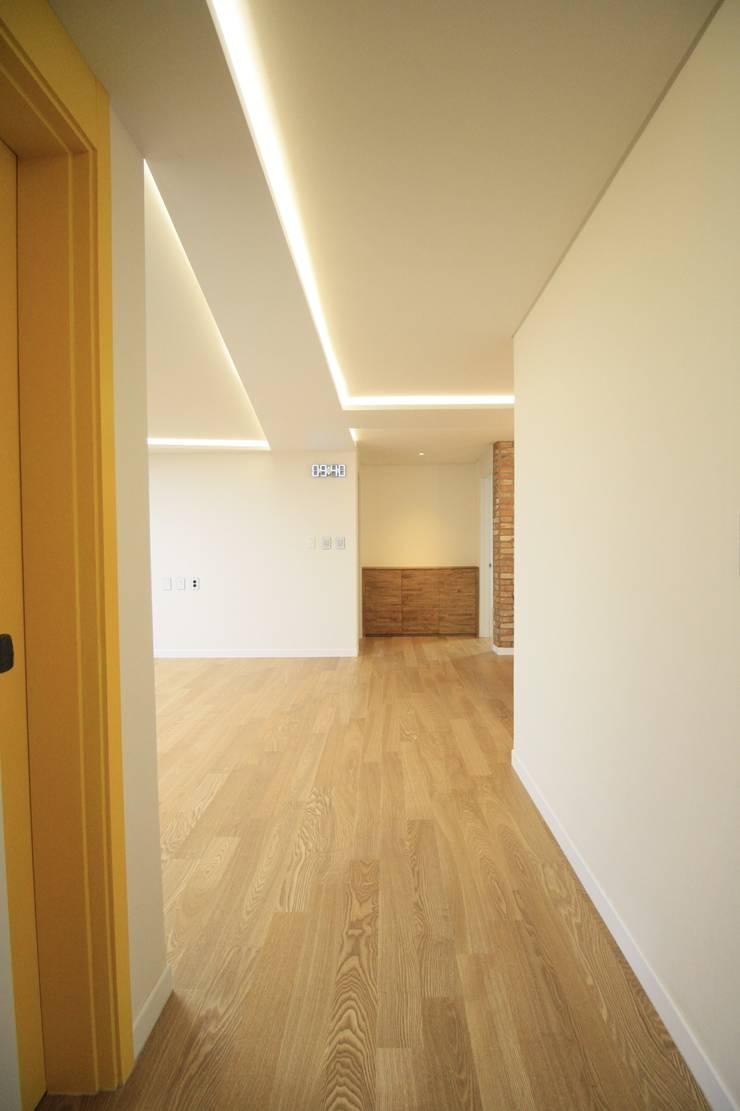 부천 중동 사랑마을/보람마을 : Old & New Interior의  거실