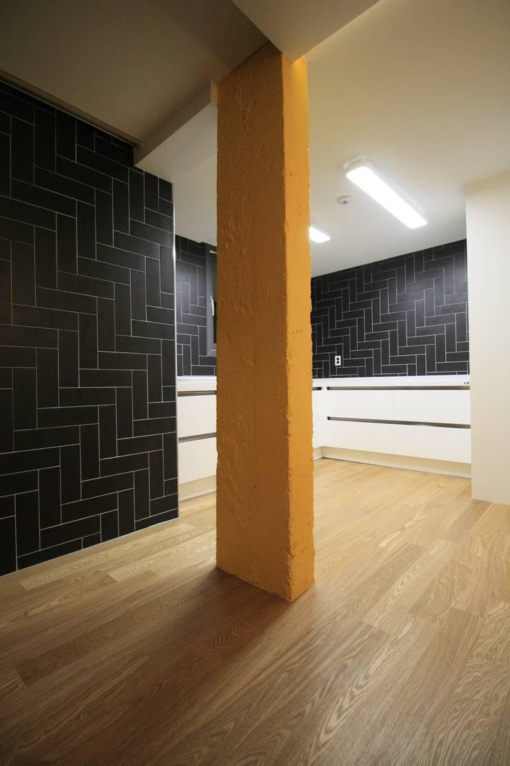 부천 중동 사랑마을/보람마을 : Old & New Interior의  욕실