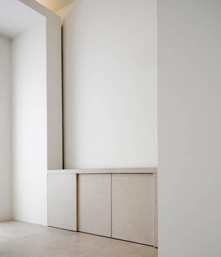 TV Cabinet:  Woonkamer door Jen Alkema architect, Minimalistisch