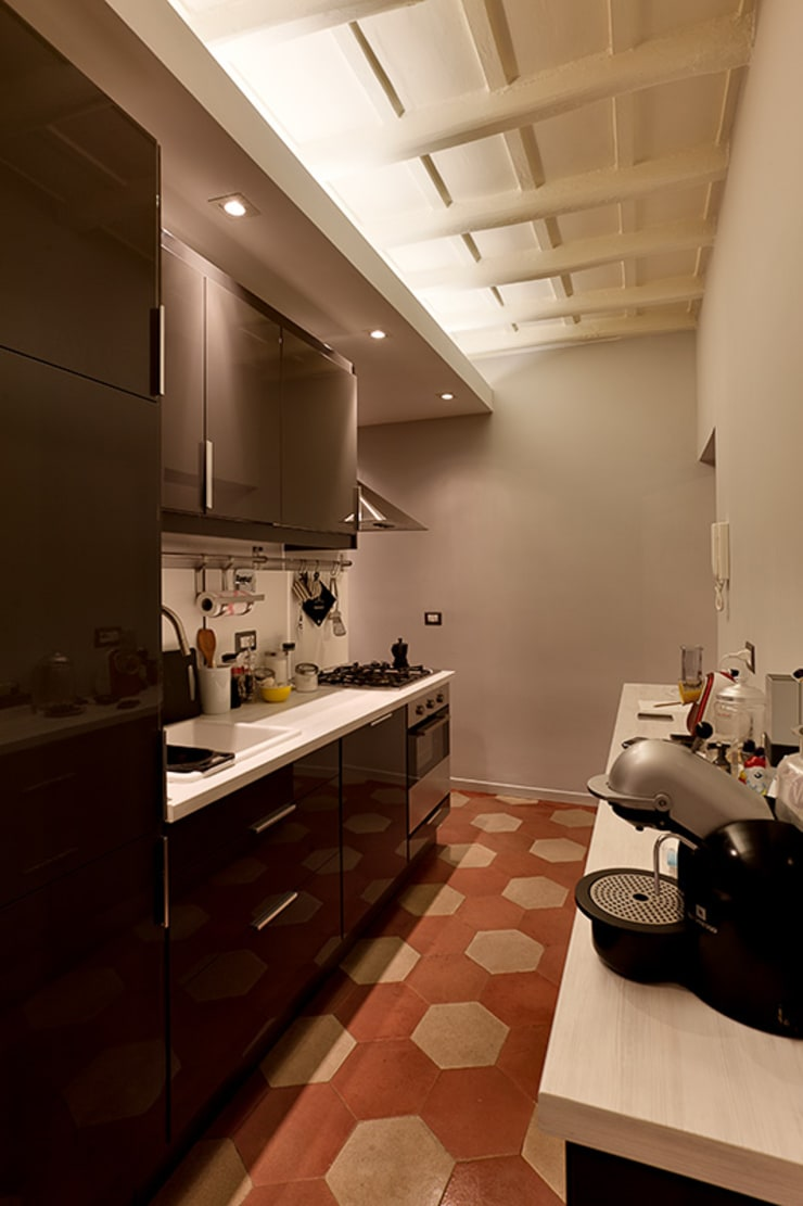 Kitchen by Caterina Raddi, Modern
